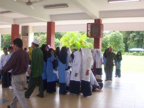 Pelajar mula mengambil keputusan peperiksaan UPSR