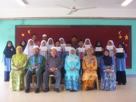 Bersama-sama Guru Besar SK Kurong Hitam serta guru-guru.